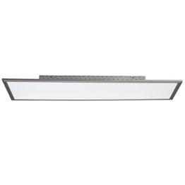 Hochwertige Tageslicht Deckenleuchte vor weißem Hintergrund. Silberner Rahmen